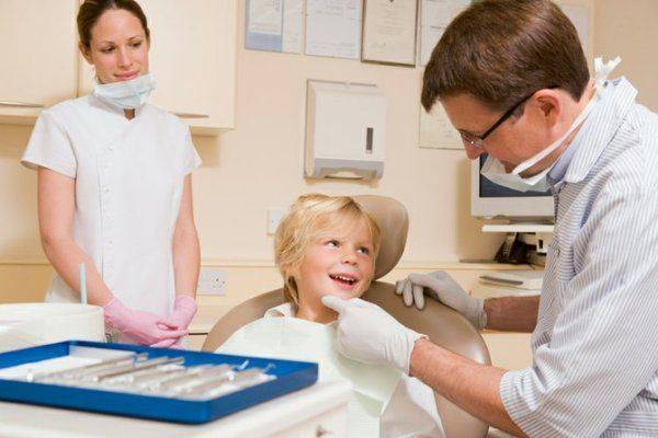 ребенок у дантиста