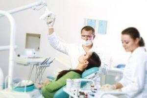 пациентка у дантиста