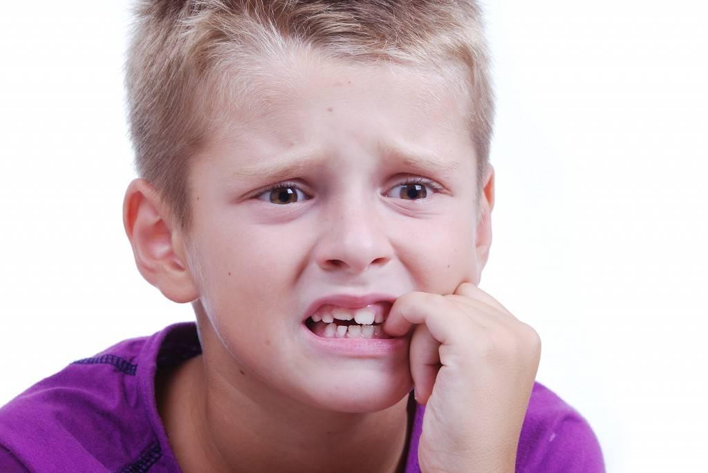 Как отучить ребёнка грызть ногти: советы, средства, Видео