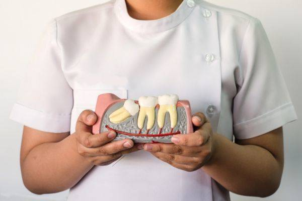 стоматолог