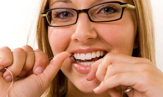 kak-vybrat-nit-dlja-chistki-zubov
